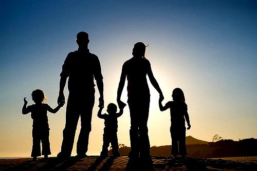 arti-mimpi-keluarga